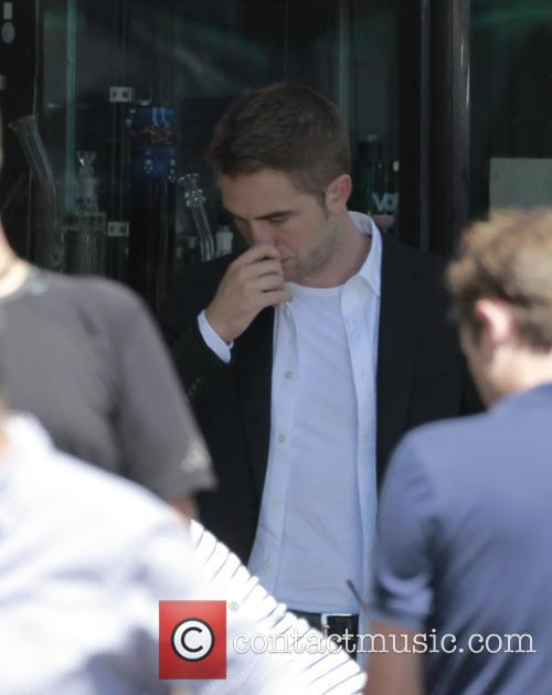 Robert Pattinson Picks His Nose