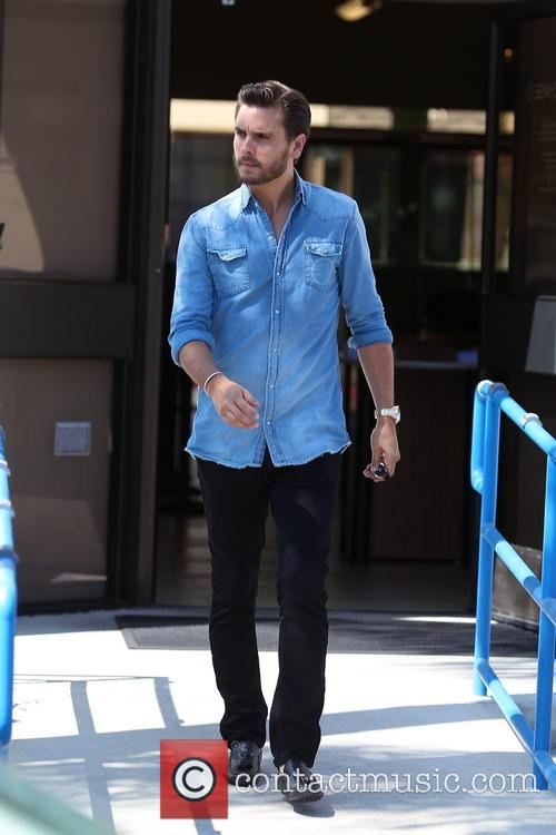 scott disick scott disick stops at a 3827835