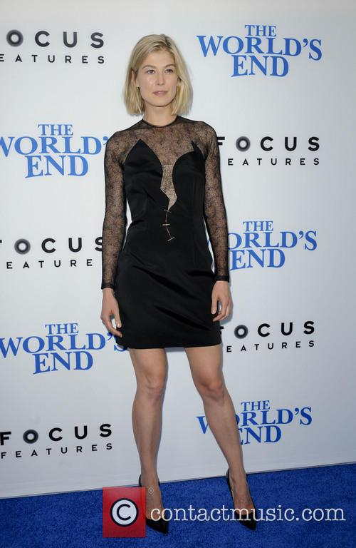 rosamond pike premiere of the worlds end 3828967