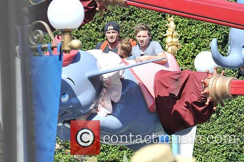 Brooklyn Beckham, David Beckham and Harper Beckham 6