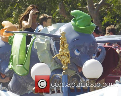 Victoria Beckham, Cruz Beckham, Disneyland