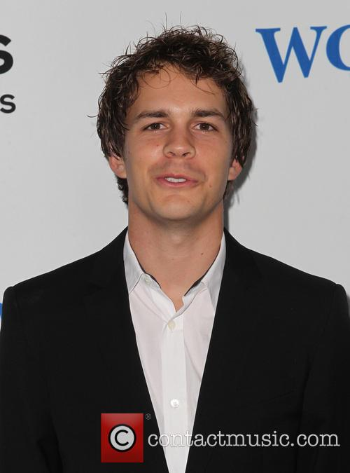 Johnny Simmons 3