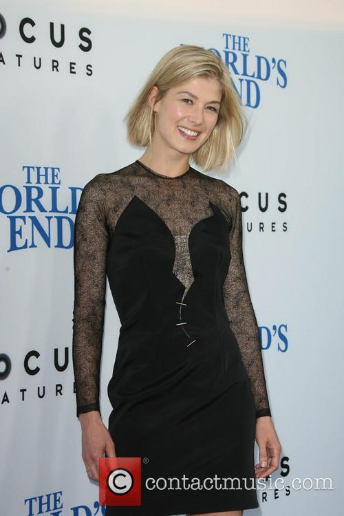 rosamund pike the worlds end premiere 3828175