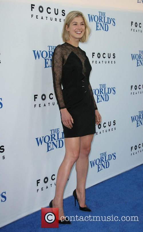 rosamund pike the worlds end premiere 3828185