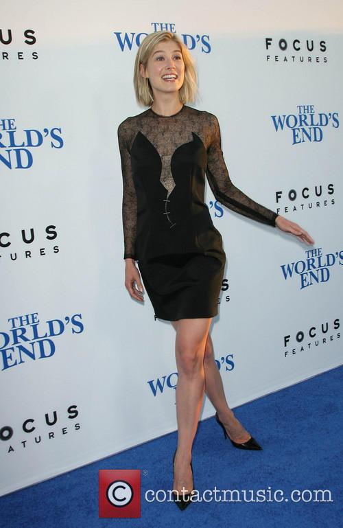 rosamund pike the worlds end premiere 3828193