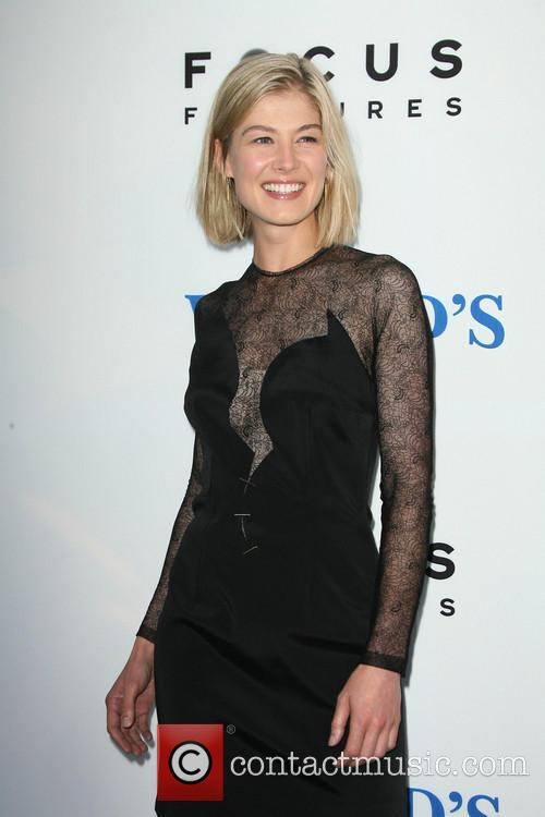rosamund pike the worlds end premiere 3828220