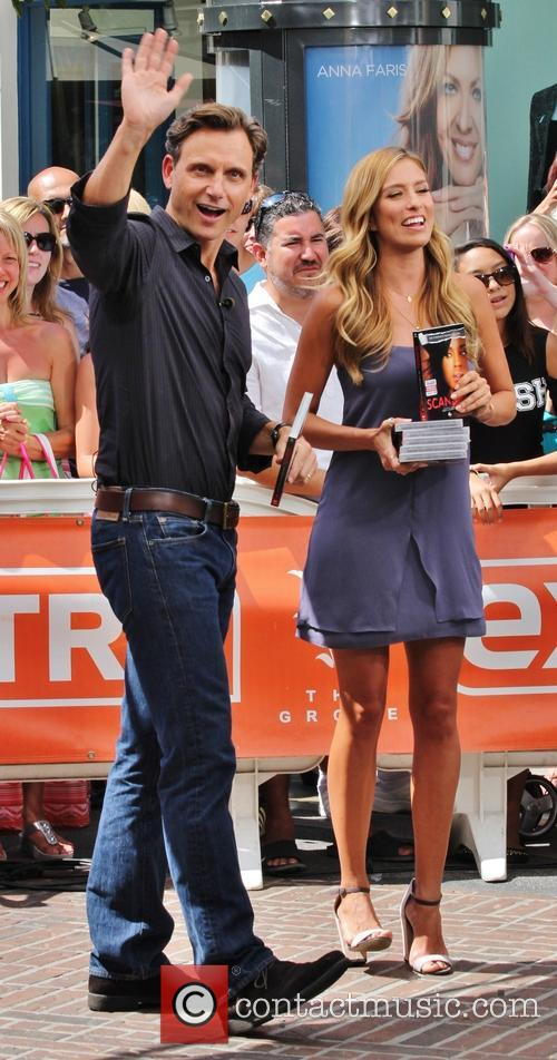 Tony Goldwyn and Maria Menounos 7