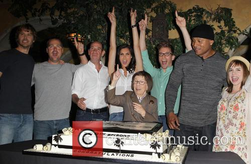 Eric Christian Olsen, Chris O'donnell, Miguel Ferrer, Daniela Ruah, Barrett Foa, Ll Cool J, Linda Hunt and Renée Felice Smith 7