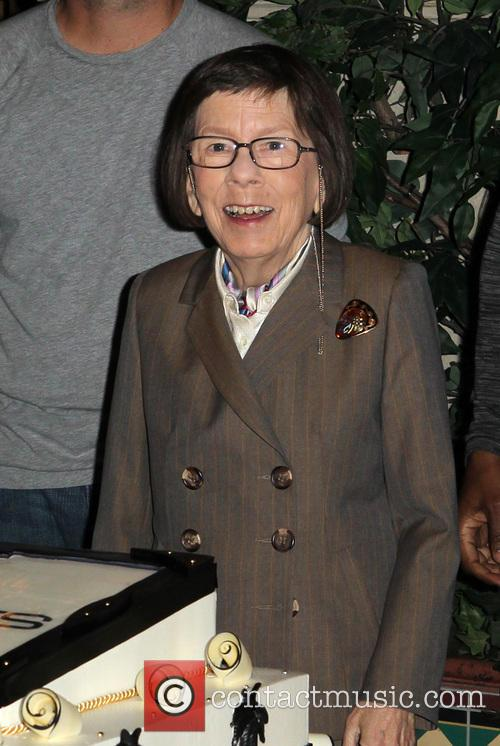 linda hunt edna mode incredibles