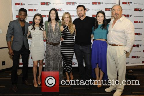 Dewshane Williams, Stephanie Leonidas, Jaime Murray, Julie Benz, Grant Bowler and Graham Greene 3