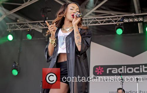 Karis Anderson and Stooshe 5