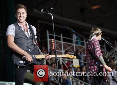 mcfly dougie poynter danny jones mcfly perform live at 3833497