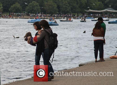 Hot Weather Pictures From The Serpentine In Hyde Park. 4
