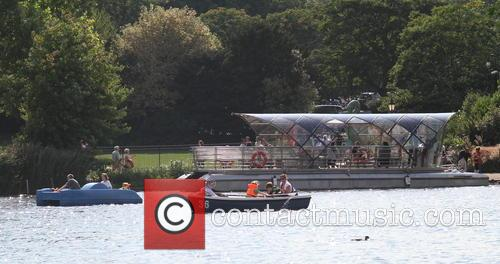 Hot Weather Pictures From The Serpentine In Hyde Park. 11