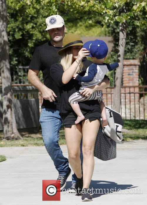 Hilary Duff, Mike Comrie and Luca Comrie 5