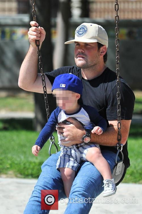 Hilary Duff, Mike Comrie and Luca Comrie 4