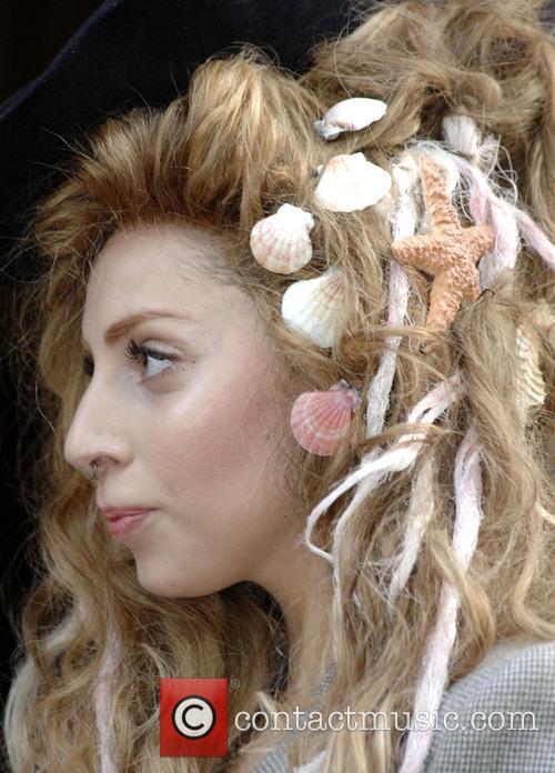 Lady Gaga Seashells