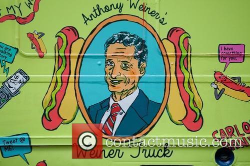 Hot dog truck roasts Weiner!