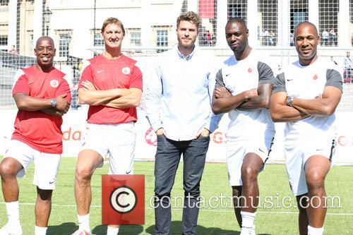 Ian Wright, Tony Adams, Rick Edwards, Ledley King and Les Ferdinand 6