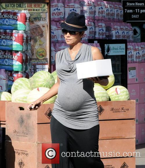 Pregnant Halle Berry shows off her baby bump