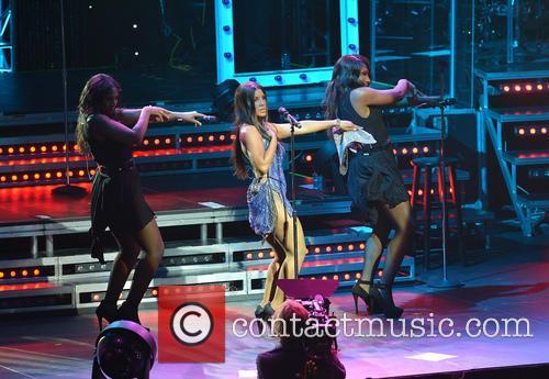 Toni Braxton, on stage with sister Trina Braxton (L), Towanda Braxton (R), James L Knight Center