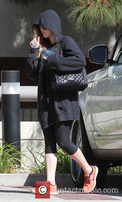Khloe Kardashian is still wearing her wedding ring...