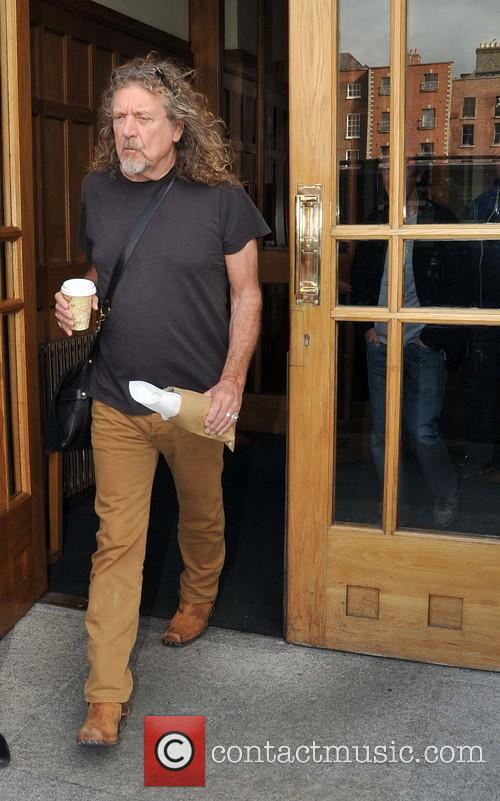 Robert Plant ignores waiting fans