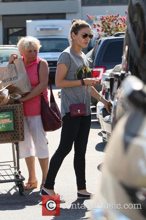 Mila Kunis shopping at Pavillions supermarket
