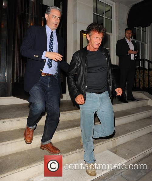 sean penn guest celebrities at 34 restaurant 3849990