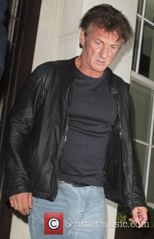 Sean Penn leaves 34 restaurant