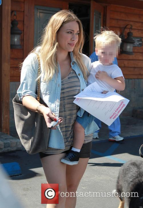 hilary duff luca comrie hilary duff and son 3850996