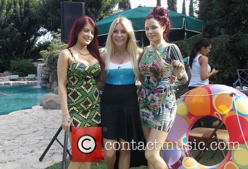 Carla Howe, Melissa Howe and Crystal Hefner 4