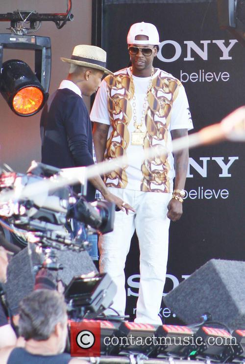 pharrell williams 2 chainz celebrities at jimmy kimmel 3852147