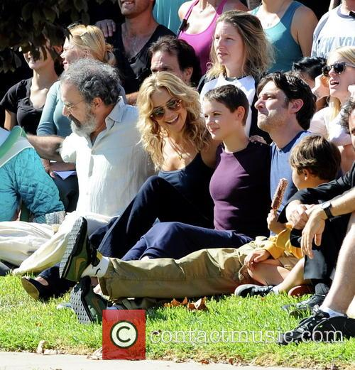 Kate Hudson, Zach Braff, Joey King and Mandy Patinkin 9