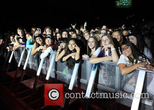 Cher Lloyd, Fans and Fifth Harmony 9