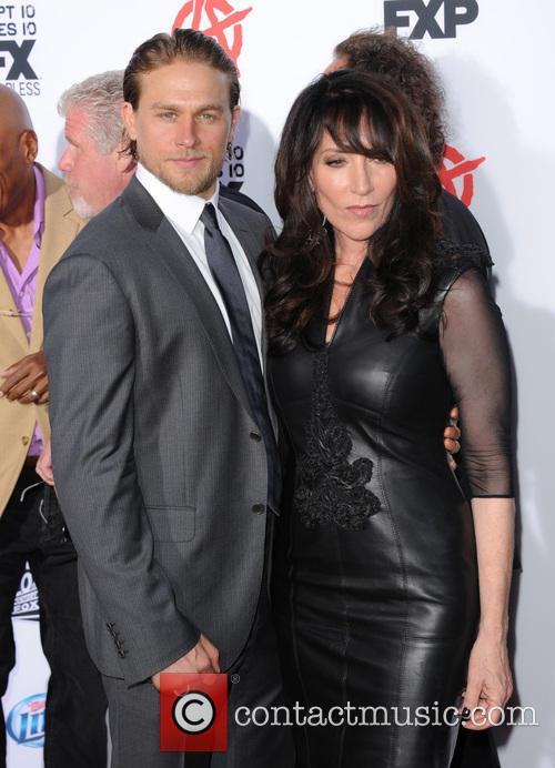charlie hunnam katey sagal fxs sons of anarchy 3855311