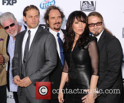 Ron Perlman, Charlie Hunnam, Kim Coates, Katey Sagal and Kurt Sutter 3