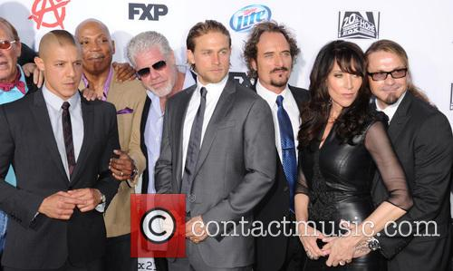 Theo Rossi, Paris Barclay, Ron Perlman, Charlie Hunnam, Kim Coates, Katey Sagal and Kurt Sutter 3