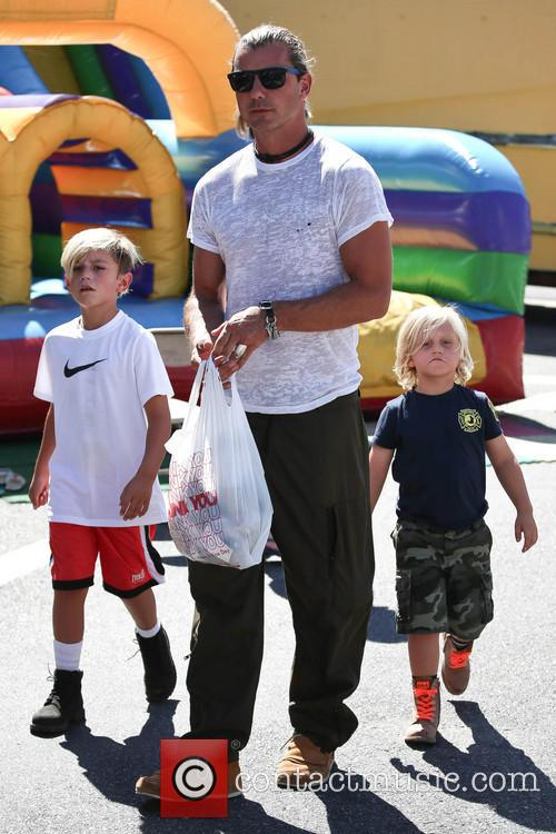 Gavin Rossdale, Kingston Rossdale and Zuma Rossdale 8