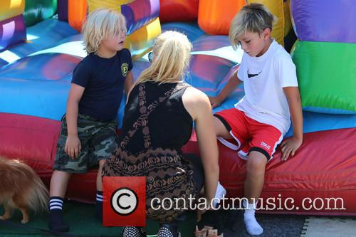 Gavin Rossdale, Kingston Rossdale, Zuma Rossdale and Nanny 4