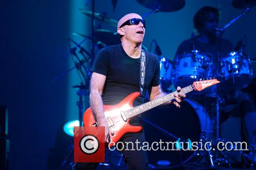 joe satriani joe satriani performs at acl 3856396