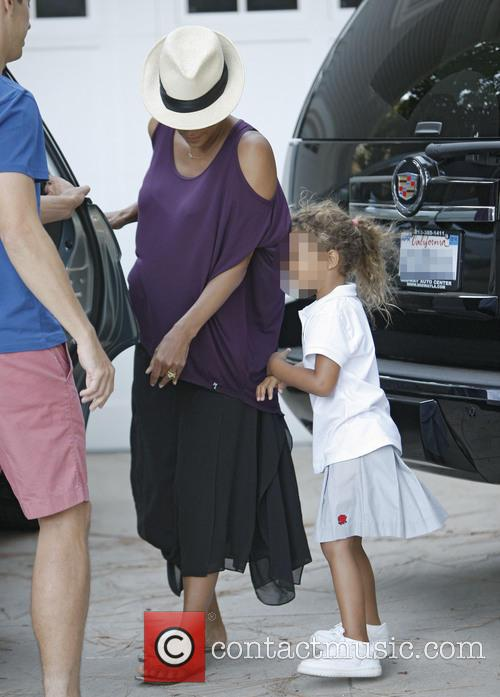 Heavily Pregnant Halle Berry