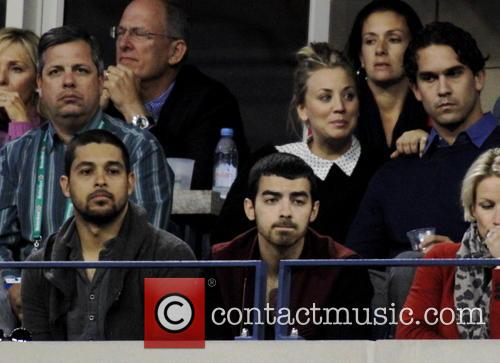 Kaley Cuoco, Justin Long, Wilmer Valdarama and Joe Jonas 3