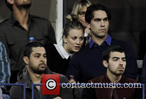 Kaley Cuoco, Ryan Sweeting, Wilmer Valdarama and Joe Jonas 4