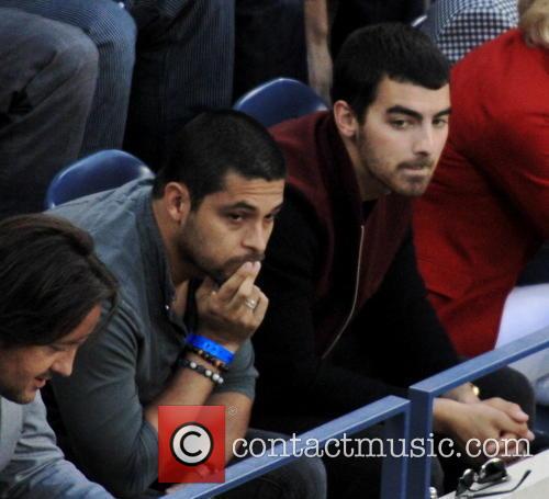 Wilmer Valdarama and Joe Jonas 2