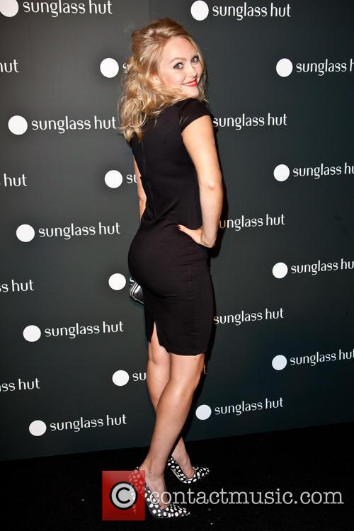 annasophia robb new sunglass hut times square 3860241