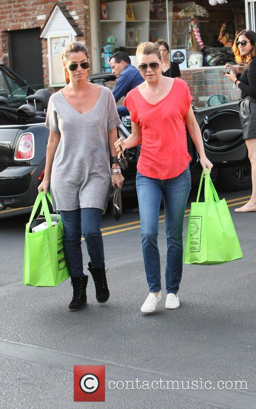 Ellen Pompeo Shopping At Pet Store