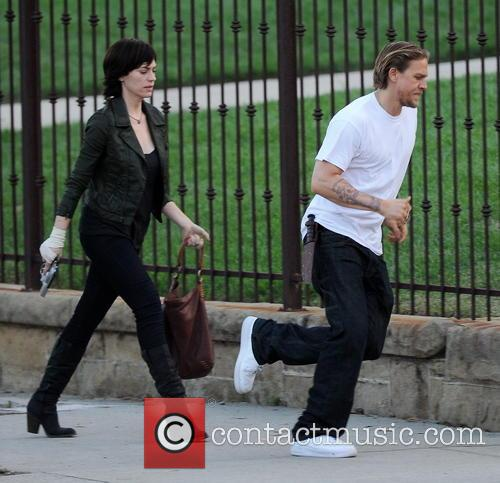Charlie Hunnam and Maggie Siff 9