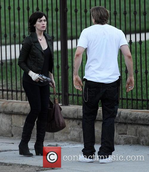Charlie Hunnam and Maggie Siff 10