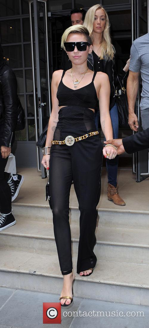 Miley Cyrus leaving her hotel